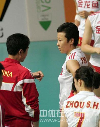 图文:瑞士赛女排3-1德国 陈忠和冯坤