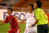 图文:[亚洲杯]中国1-2朝鲜 张艳茹李洁并肩