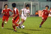 图文:[亚洲杯]中国1-2朝鲜 韩端陷入重围