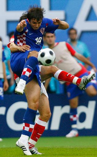 图文:奥地利0-1克罗地亚 克拉尼察拼抢