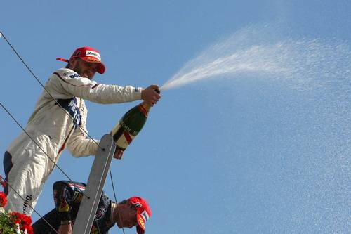 图文:[F1]加拿大站正赛 海德喷洒香槟
