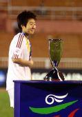 图文:[亚洲杯]中国1-2朝鲜 毕妍登台领奖