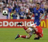 图文:[欧洲杯]克罗地亚1-0奥地利 斯特兰茨倒地