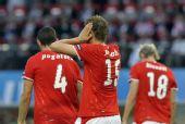 图文:[欧洲杯]克罗地亚1-0奥地利 球员离场
