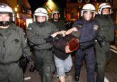 图文:德国2-0波兰 警察逮捕球迷
