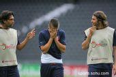 图文:意大利赛前最后训练 是谁蒙住了脸