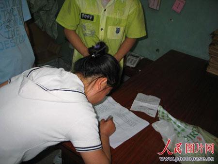 见证婷婷被打学生在控诉信上签名。