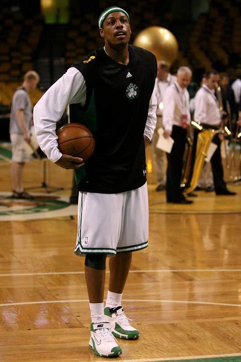 图文:[NBA]备战总决赛次战 皮尔斯训练