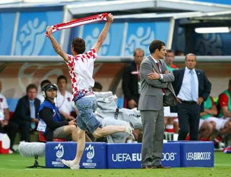 """对支持者的大胆举动,克罗地亚主帅比利奇""""视而不见""""。"""
