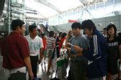 图文:女足抵达广州机场 抵达机场