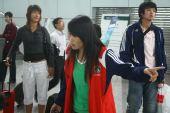 图文:女足抵达广州机场 谢彩霞长发遮面