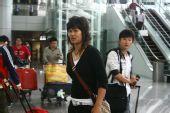 图文:女足抵达广州机场 这才是大姐大