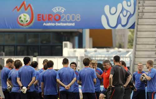 图文:[欧洲杯]俄罗斯备战小组首战 08