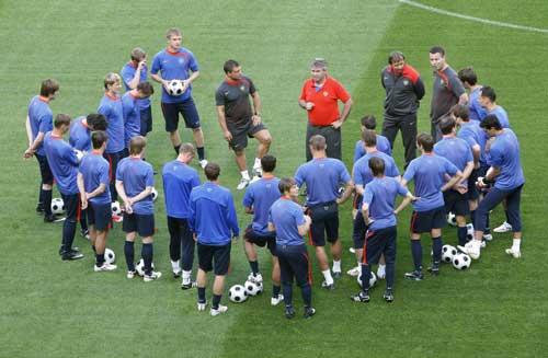 图文:[欧洲杯]俄罗斯备战小组首战 12