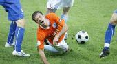 图文:荷兰VS意大利 范德法特遭侵犯