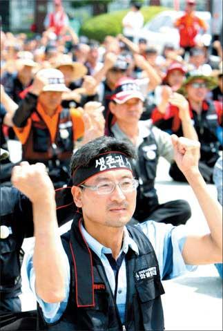 韩国卡车司机举行全国性大罢工