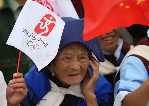 圣火丽江传递 老年朋友也来迎奥运