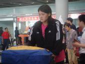 图文:中国女排瑞士赛归来 王一梅一脸疲惫