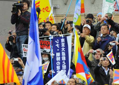 否认南京大屠杀的旗帜