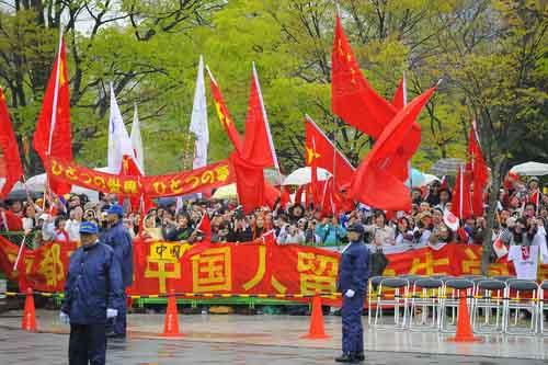 庆典仪式的正面现场被五星红旗牢牢占领