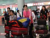 图文:中国女排瑞士赛归来 队员情绪不错