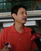 图文:中国女排瑞士赛归来 陈忠和接受采访