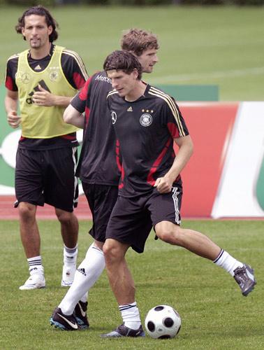 图文:欧洲杯德国队积极备战 戈麦斯在训练