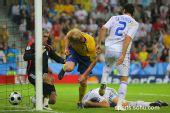 图文:希腊VS瑞典  汉森破门瞬间