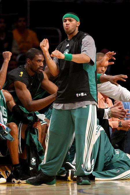 图文:[NBA]凯尔特人VS湖人 埃迪豪斯热舞