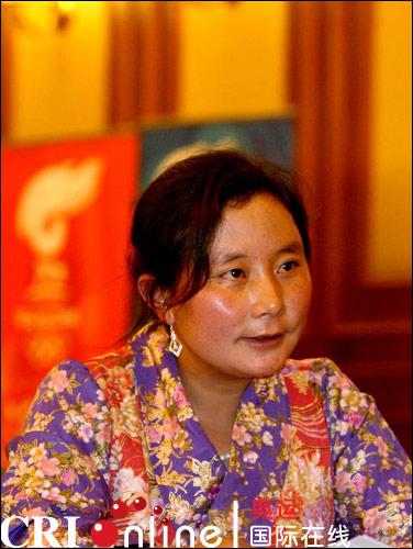 尼玛拉木在云南省火炬手大会上兴奋等待