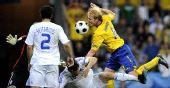 图文:[欧洲杯]瑞典战胜希腊队 汉森头球破门