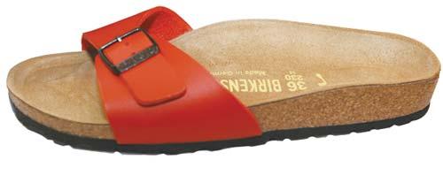 BIRKENSTOCK德国健康鞋 港币389元  BIRKENSTOCK健康鞋的鞋身以地中海区软木橡树的树皮和乳胶加压而成,依据双脚的自然形状设计制造,自从1964年第一双健康鞋诞生以来,受到推崇自然健康的人士喜爱。