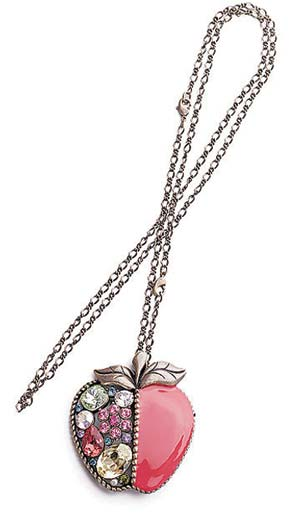苹果形项链 港币1499元 苹果形设计令宝石变得可爱、甜美