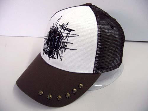 纽约NOP潮流CAP涂鸦网帽 港币199元 大舌头、黑白配色、涂鸦图案加上帽沿的铆钉正是NOP一贯领先的潮流感