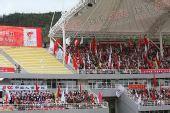 图文:香格里拉站传递 起跑仪式现场红旗飘扬
