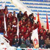 图文:香格里拉站传递 起跑现场喇嘛组方阵助威