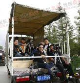 图文:香格里拉站传递 香格里拉特有媒体车