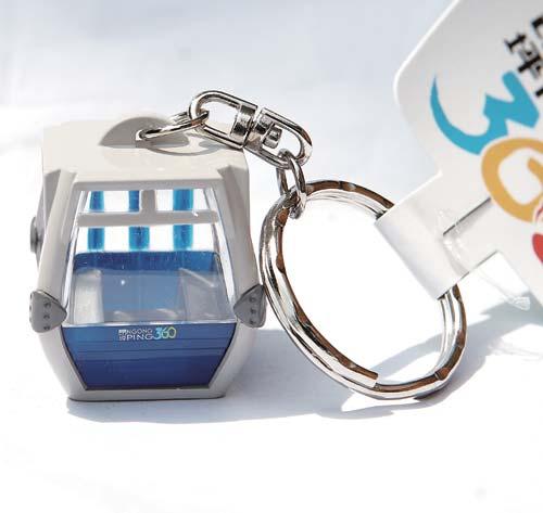 缆车钢架结构钥匙扣 港币55元 钥匙扣惟妙惟肖地展示了昂坪缆车的外部结构和内部陈列