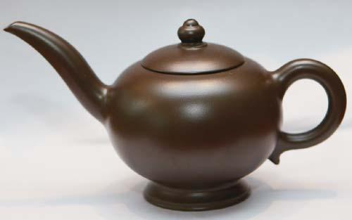 阿拉丁神灯茶壶 港币252元 夸张的壶嘴造型独特,让人联想到西域风情。