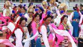 组图:藏族同胞欢庆圣火 民族舞蹈表真情