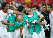 图文:捷克1-3葡萄牙 队员庆祝胜利