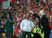 图文:葡萄牙队3-1胜捷克队 两队主帅表情不同