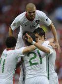 图文:葡萄牙队3-1胜捷克队 葡萄牙队庆祝进球