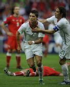 图文:葡萄牙队3-1胜捷克队 C罗攻进本队第二球