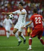 图文:葡萄牙3-1击败捷克 C罗禁区外胸部停球