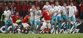 图文:土耳其队2-1逆转瑞士队 任意球射门瞬间