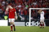 图文:土耳其队2-1逆转瑞士队 森德罗斯很痛苦