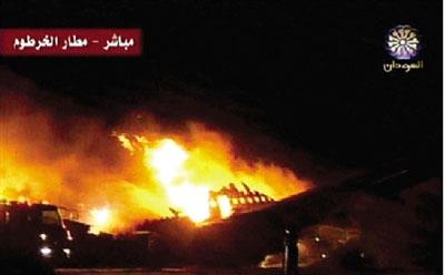 6月10日,一架苏丹航空公司的飞机在喀土穆国际机场着陆时冲出跑道后燃起大火。