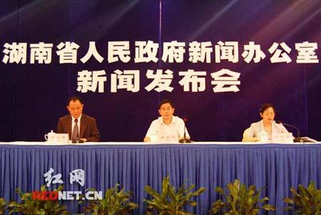 由湖南省审计厅举行的这一次新闻发布会是湖南稳妥推进审计结果公开的一个开端