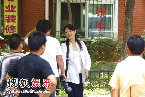 王姬在《五十玫瑰》拍摄现场